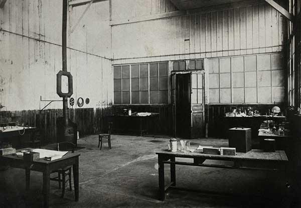 সেই শেড, যেখানে পিচব্লেন্ড থেকে রেডিয়াম নিষ্কাশনের কাজ শুরু হয়েছিল
